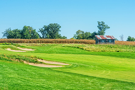 Hole 5 preview shows a beautifully kept green in the foreground and a barn housing restrooms and farmland in the background.